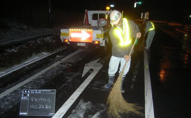 安全パトロール(道路凍結防止作業)